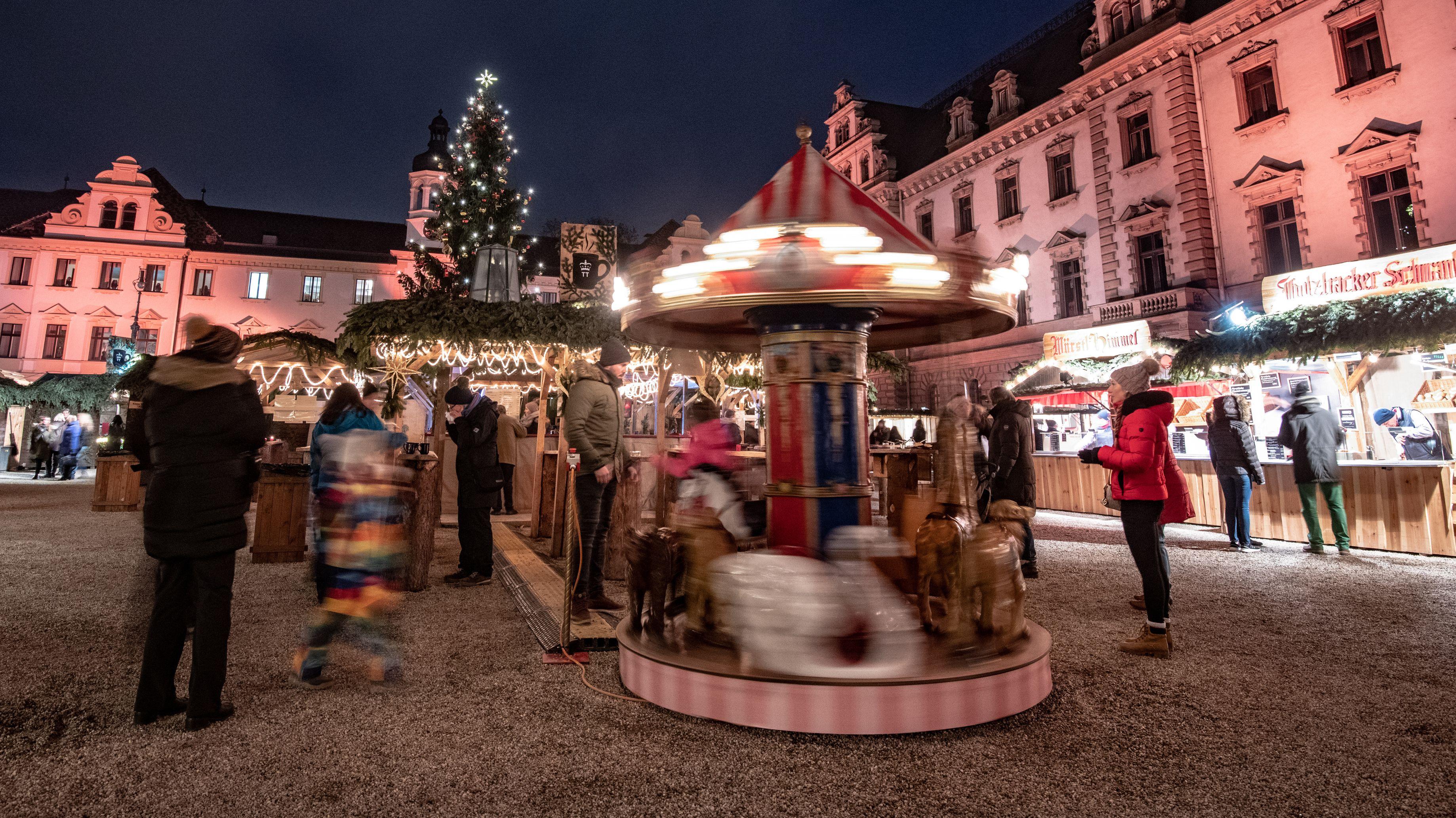 In Regensburg beginnt knapp fünf Wochen vor Heilig Abend der Weihnachtsmarkt auf Schloss Thurn und Taxis