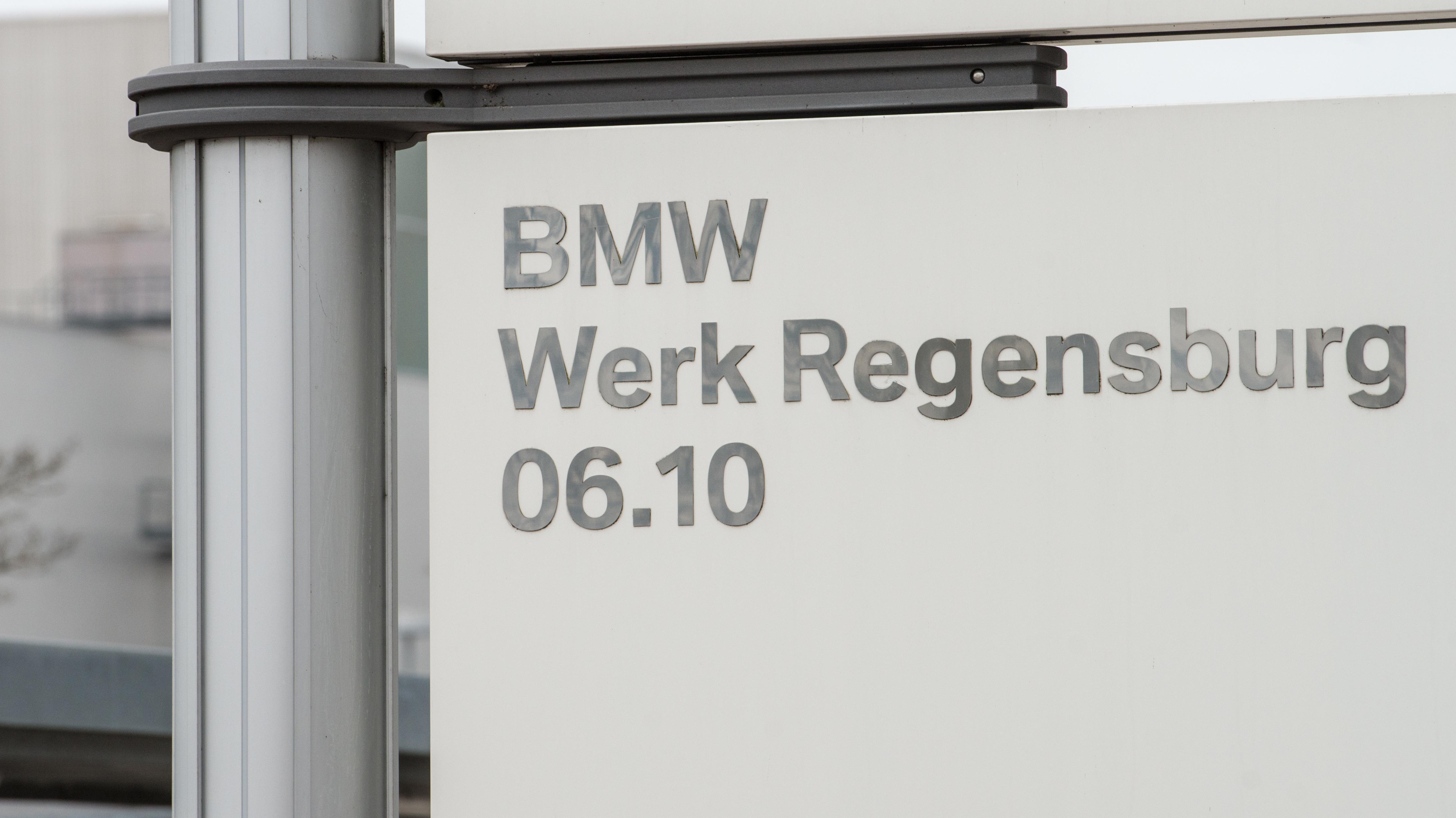 Schild beim BMW-Werk Regensburg