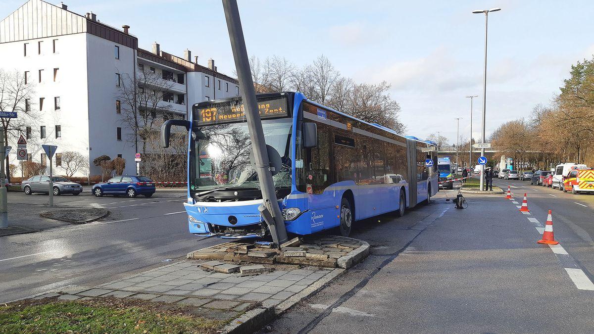 Verunfallter Linienbus