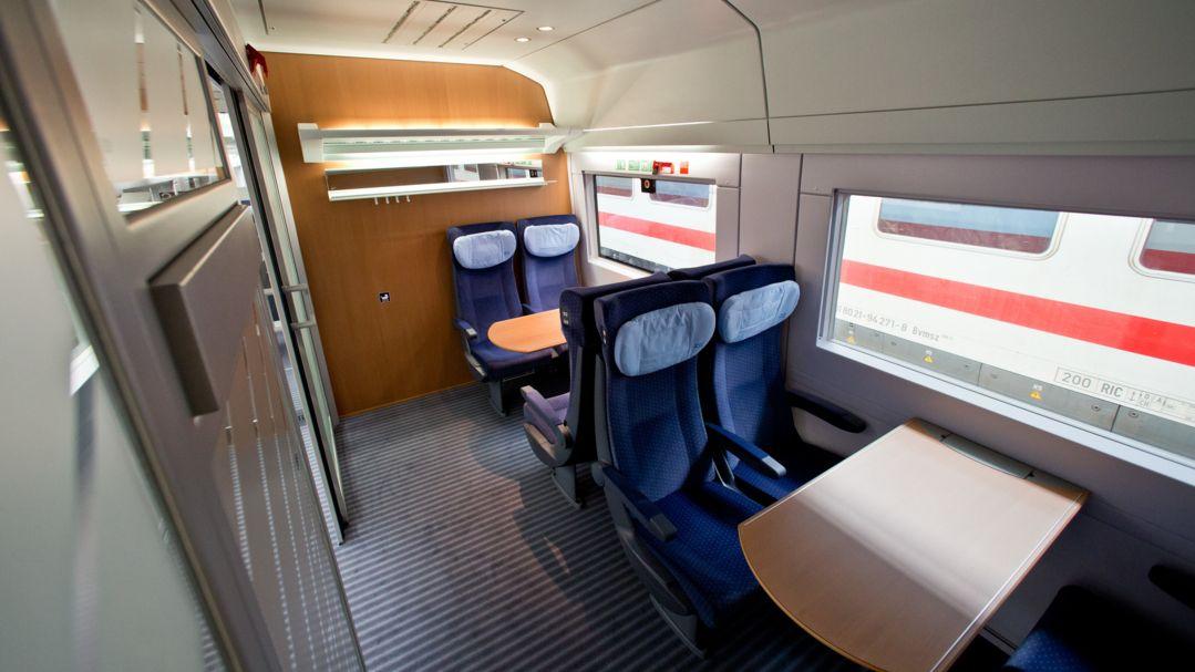 Blick in ein Abteil eines ICE-2-Zuges der Deutschen Bahn (Archivbild von 2013)