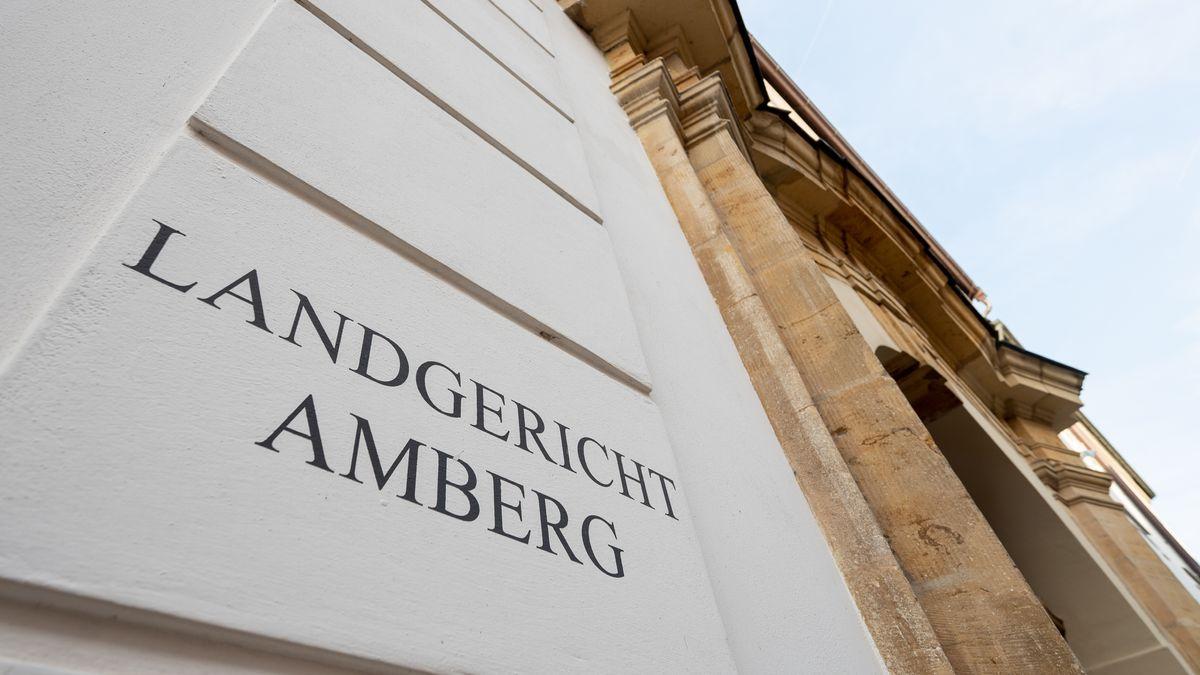 Eingang zum Landgericht Amberg