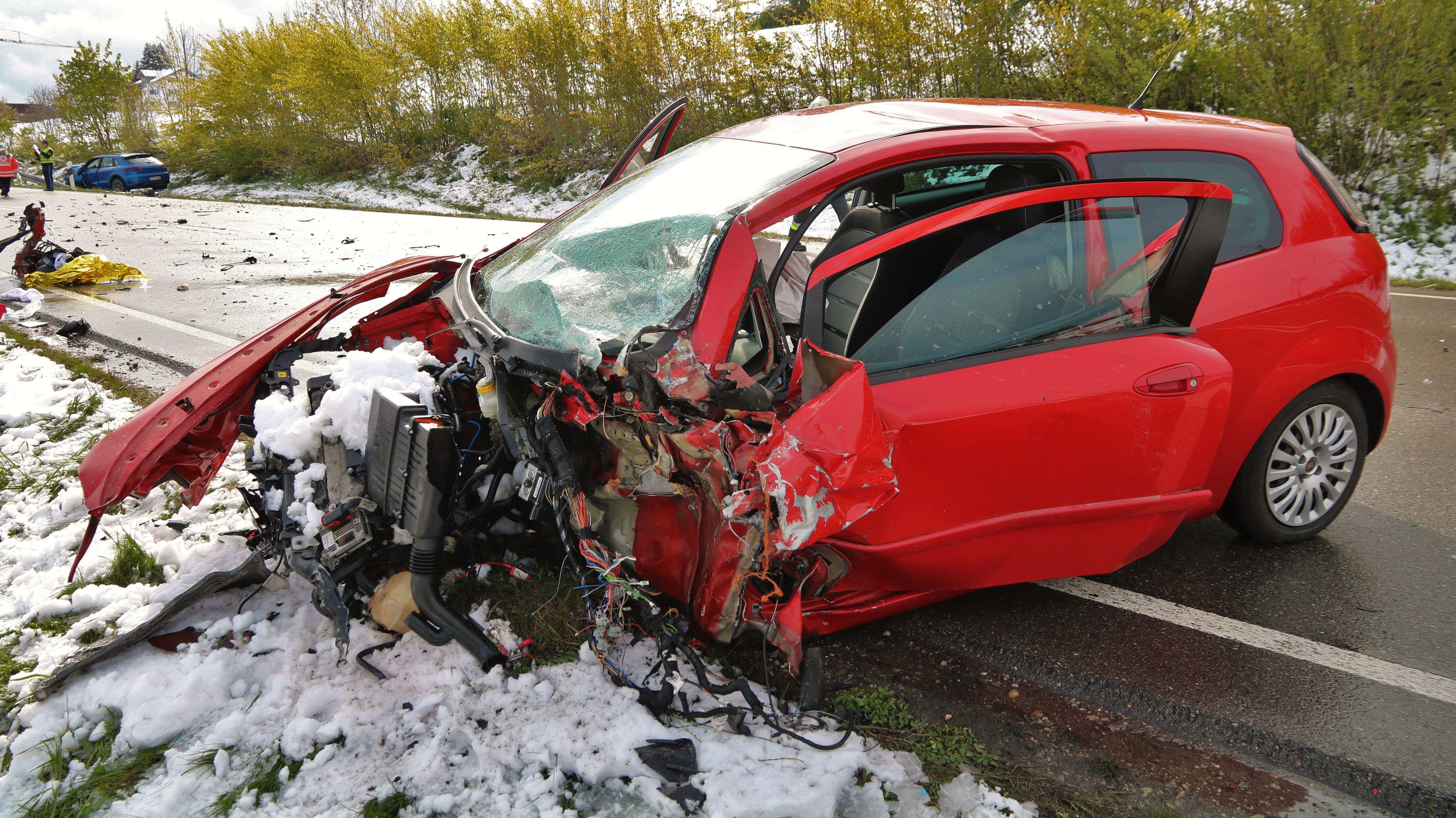 Foto von der Unfallstelle auf der B12 im Landkreis Oberallgäu.