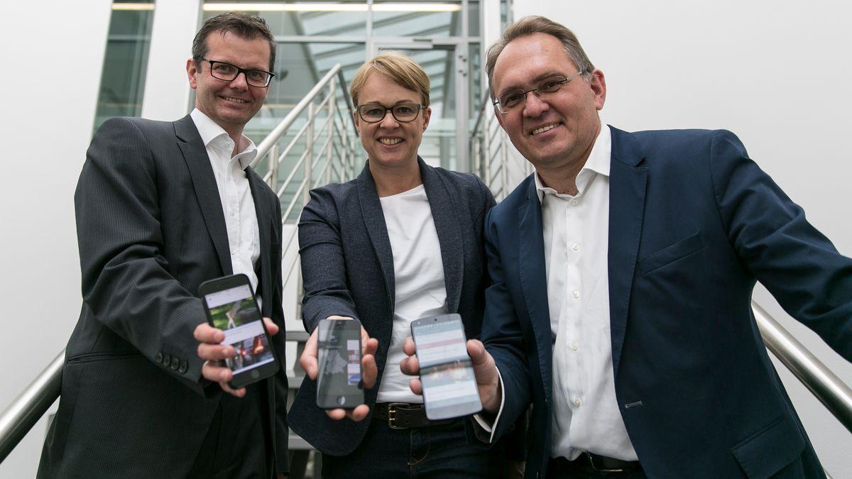 """Schluss mit """"Beta"""", die BR24-App endlich im den App-Stores. Vordenker Christian Daubner (Infodirektion), Gudrun Riedl (BR-Digialtexpertin und Vize-Chefin BR24), Wolfgang Vichtl (BR24-Redaktionsleiter)"""