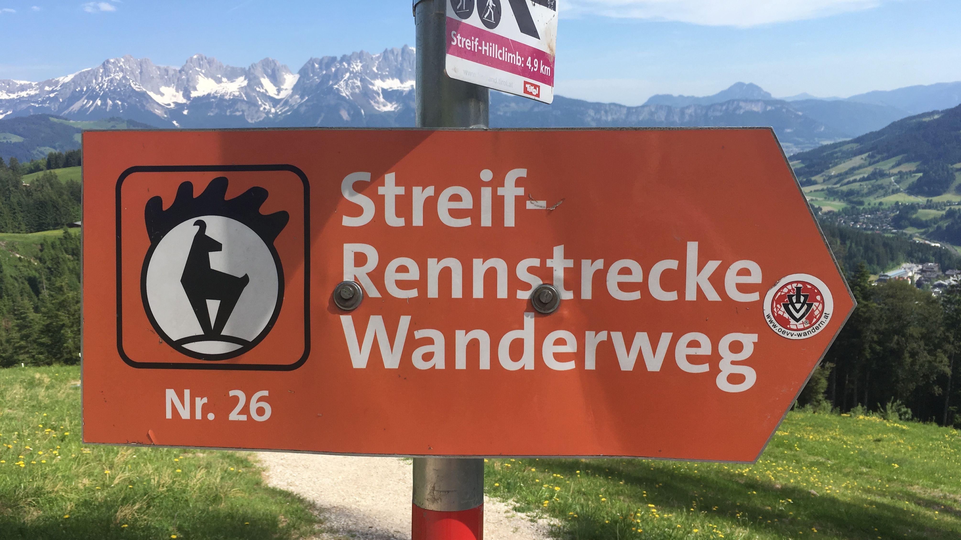 Wandern, wo sonst die besten Abfahrtsprofis herunterschießen: Die Streif in Kitzbühel