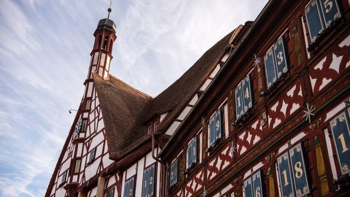 Blick auf das Rathaus von Forchheim.