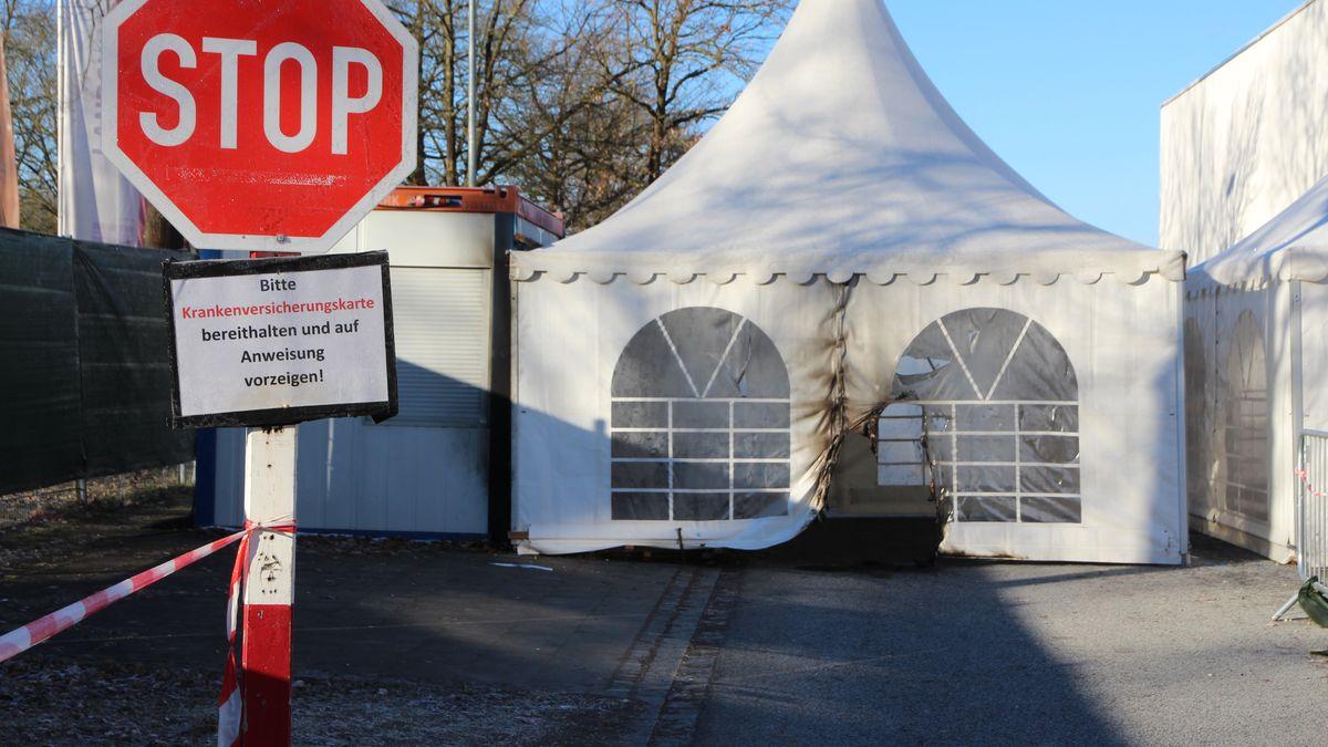 Pavillon des Impfzentrum Landshut mit Brandschäden (Archivbild)