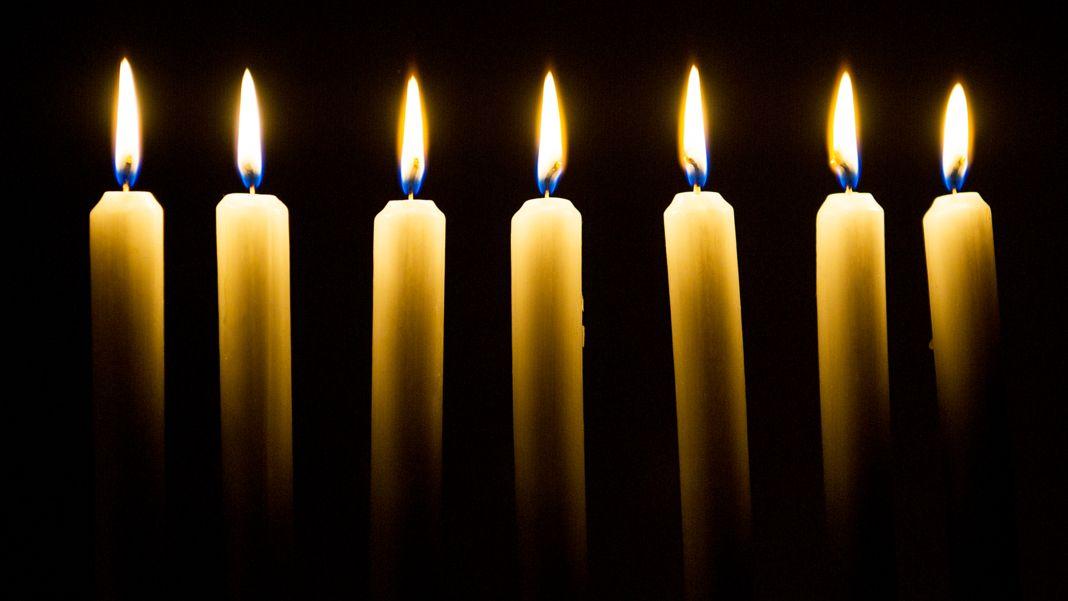 In Mittelfranken wird am Sonntag (18.49 der Opfer der Corona-Pandemie gedacht (Symbolbild).