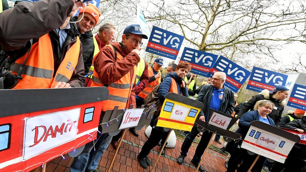 Eisenbahn- und Verkehrsgewerkschaft (EVG) ruft zu Warnstreiks auf