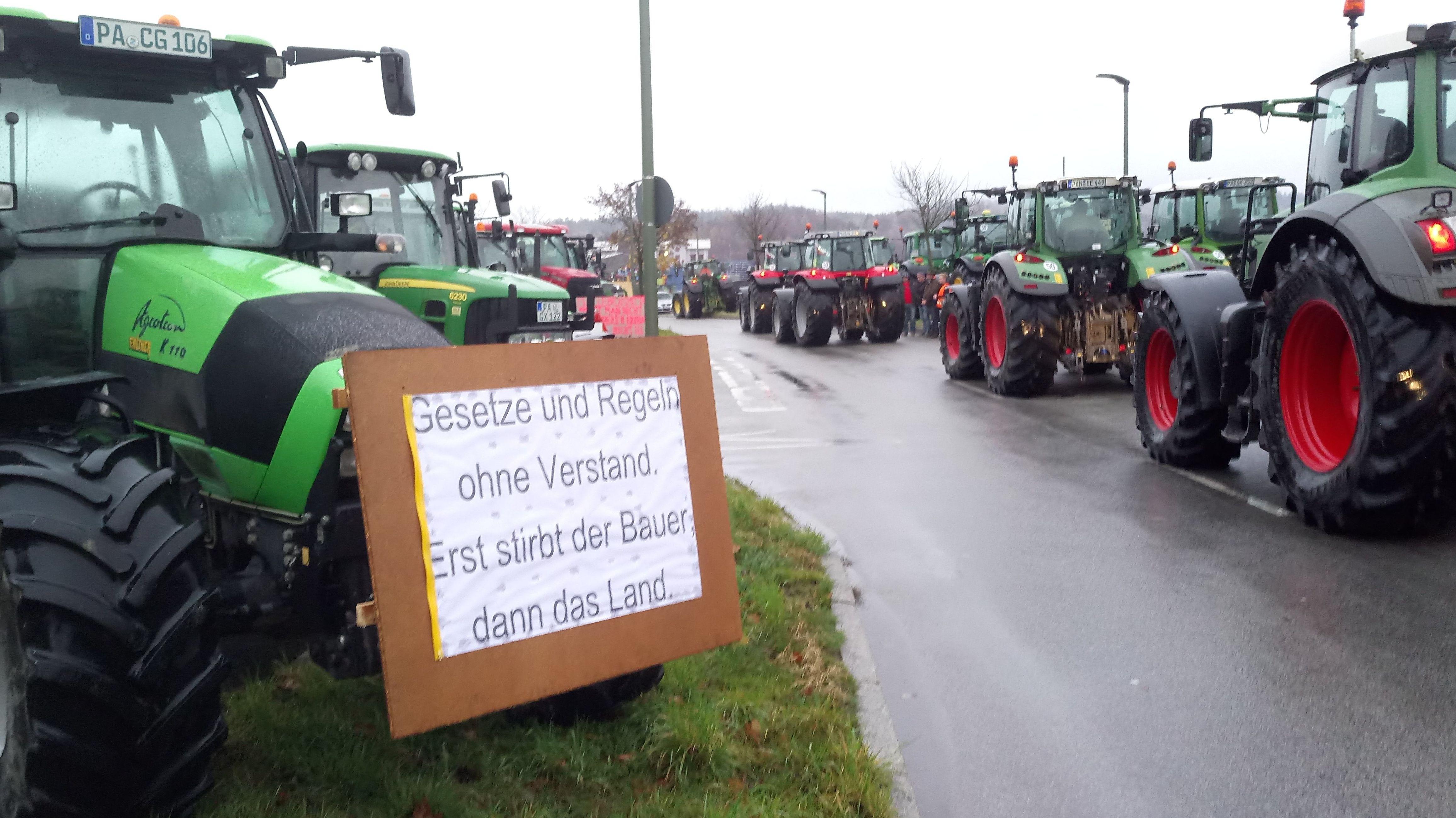 Landwirte demonstrieren für mehr Wertschätzung und weniger Vorschriften