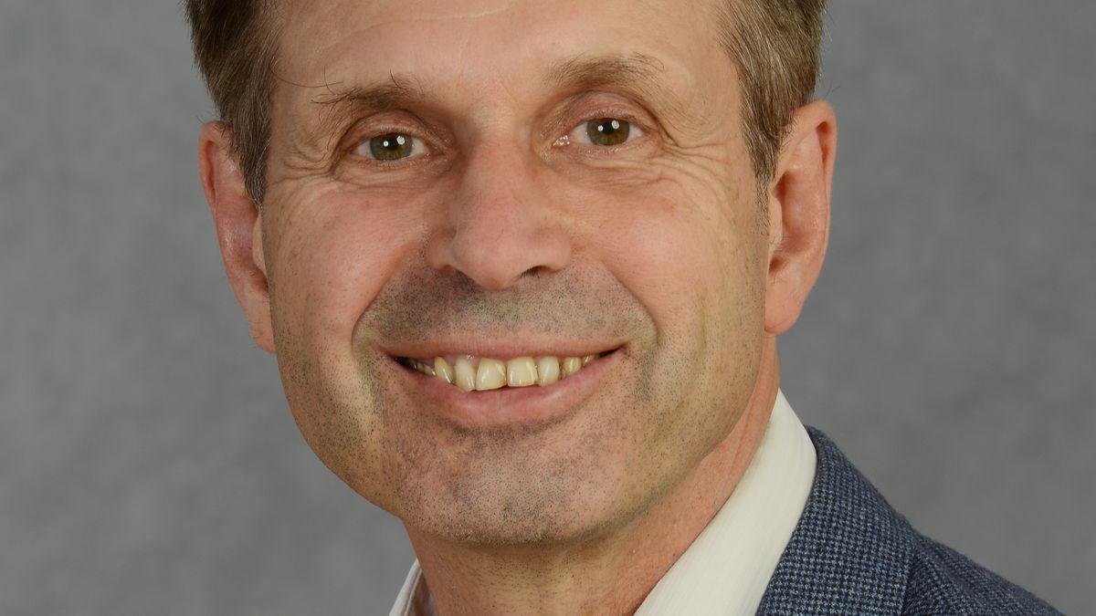 Jörg Maywald blickt lächelnd in die Kamera