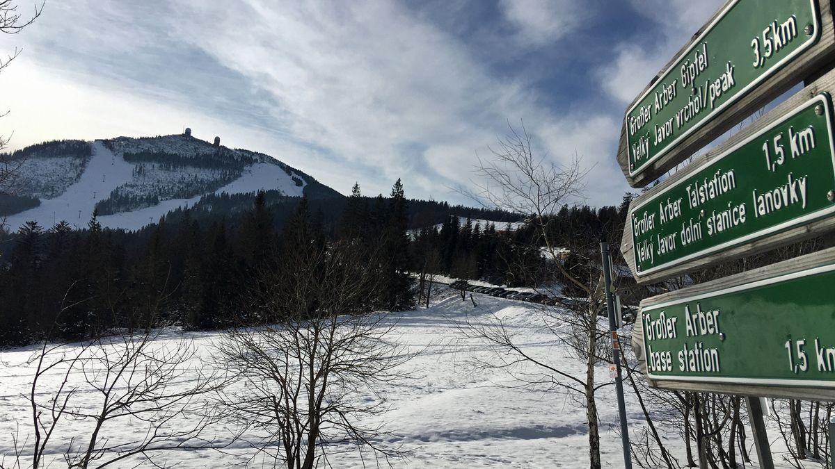 Der Gipfel des Großen Arber in der Wintersonne: Am Samstag  hielt sich der Ausflugsverkehr in Grenzen.