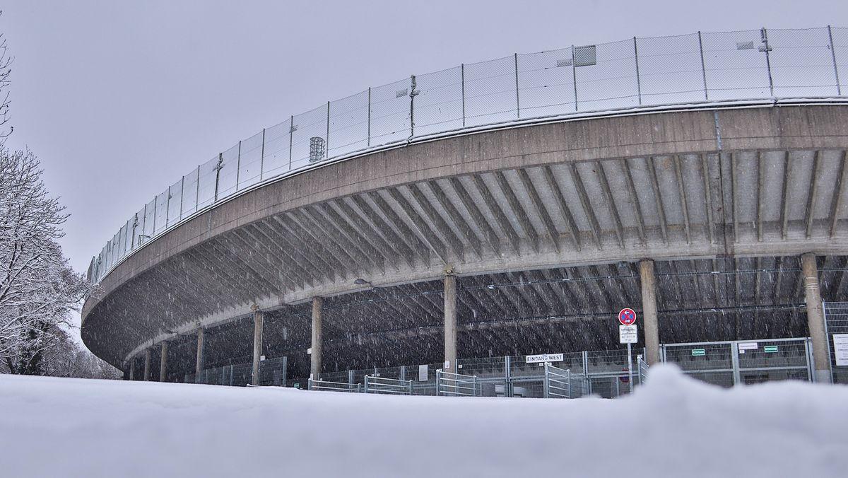 Schnee vor dem Grünwalder Stadion