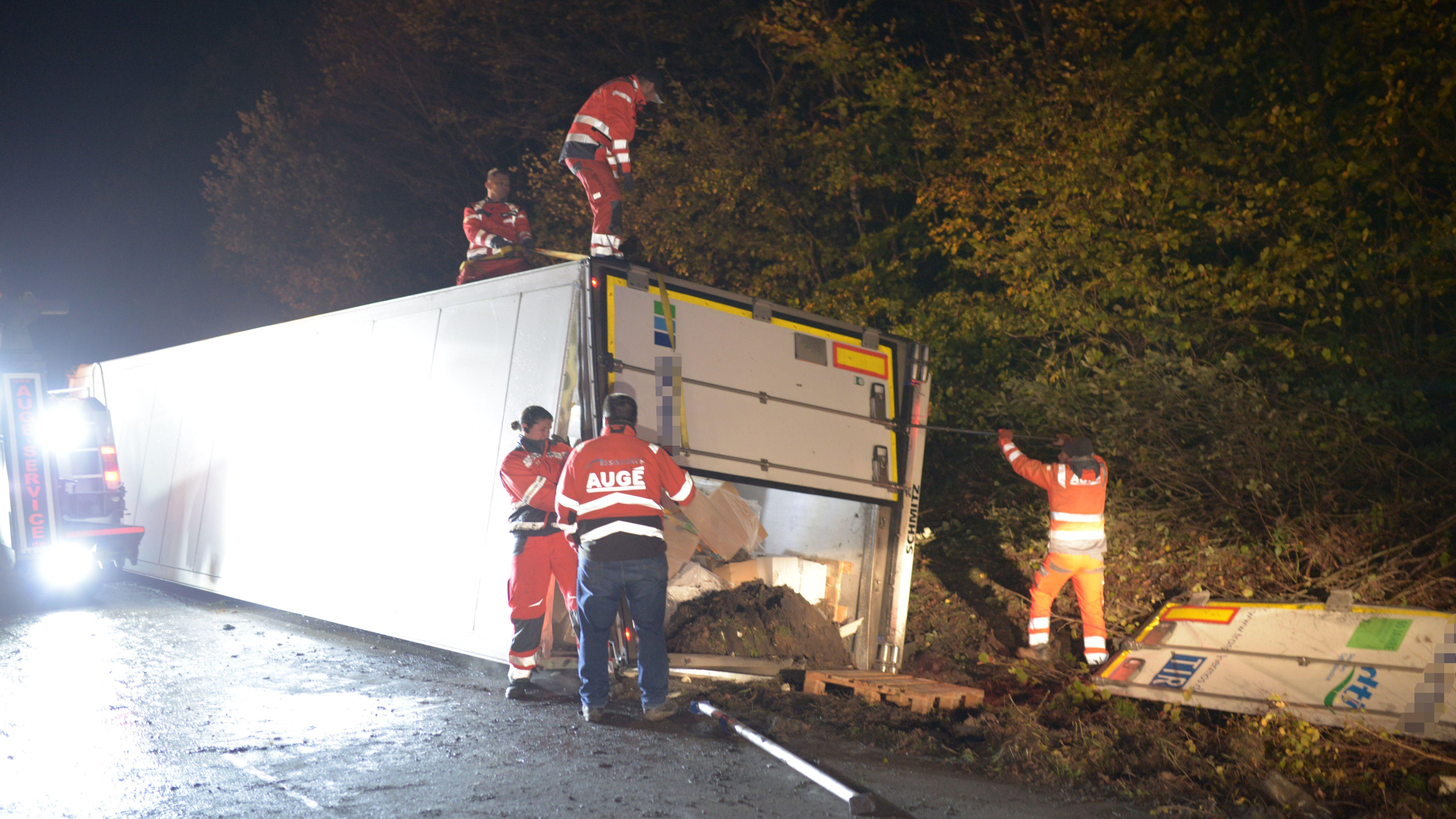 Ein Unfall mit einem Lkw auf der A3 bei Wiesentheid hat in der Nacht kilometerlange Staus verursacht.