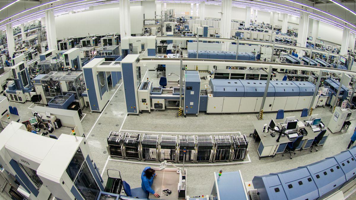 Blick in die Fertigungshallen des Amberger Siemens-Werkes.