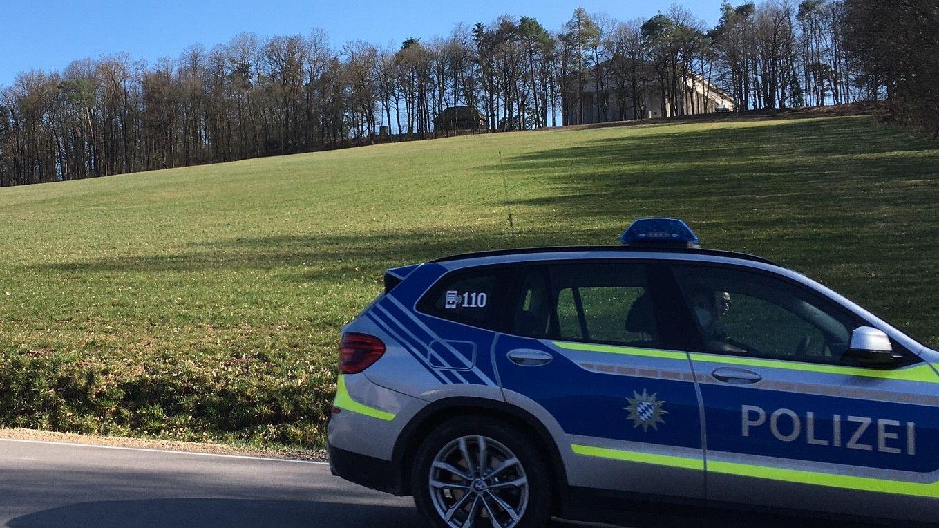 Streifenwagen der Polizei an der Walhalla
