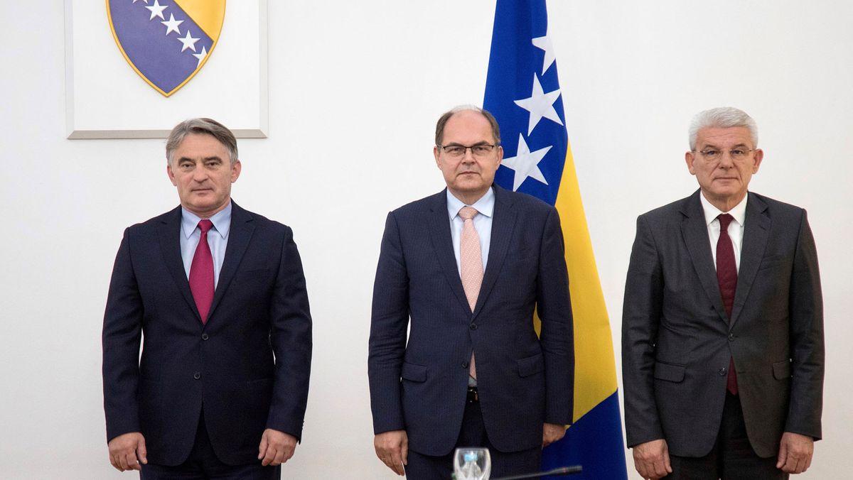 Das eigentlich dreiköpfige Staatspräsidium Bosnien und Herzegowinas empfängt den neuen Hohen Repräsentanten Christian Schmidt (CSU) nur zweiköpfig zum Antrittsbesuch. Das serbische Präsidiumsmitglied Milorad Dodik ist nicht erschienen.