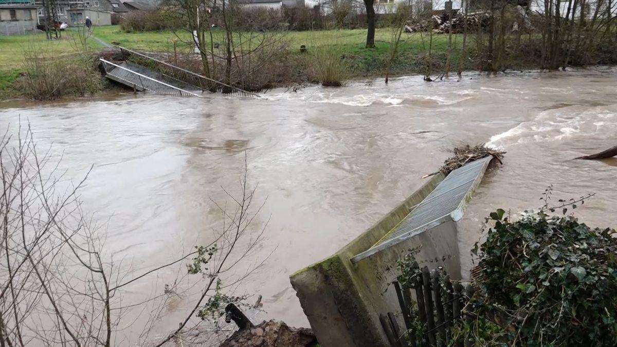 Nach 36 Stunden Dauerregen sind viele Flüsse in Oberfranken über die Ufer getreten.
