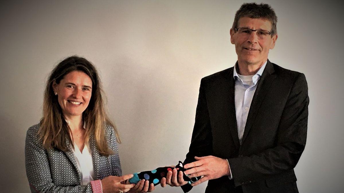 Thomas Schiebel (rechts) gibt sein Amt an Nachfolgerin Sabine Sitter (links) weiter.