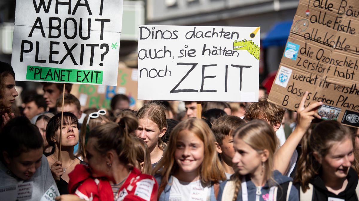 Zahlreiche Menschen nehmen am 20. September 2019 an einer Demonstration teil. Die Demonstranten folgen dem Aufruf der Bewegung Fridays for Future und wollen für mehr Klimaschutz kämpfen.