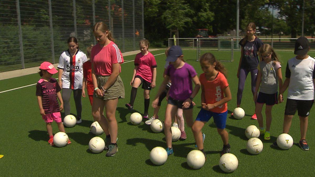 "Fußballtraining bei ""Mädchen an den Ball"" in München Trudering"
