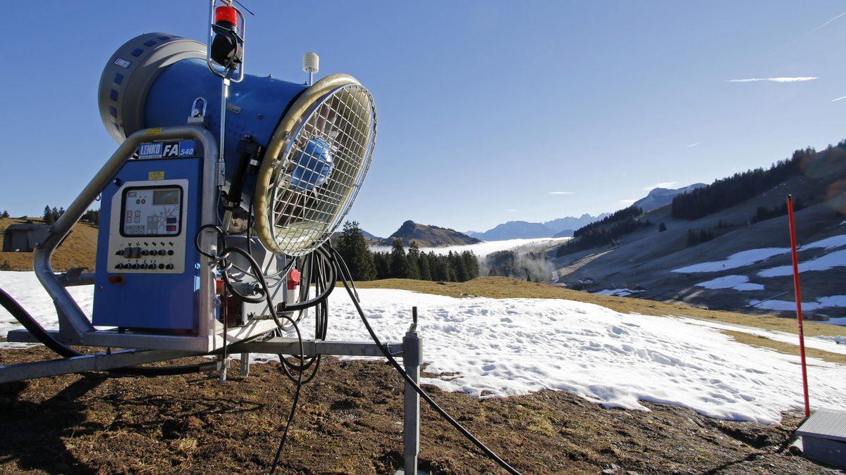 Schneekanone im oberbayerischen Skigebiet Sudelfeld, aufgenommen im Dezember 2015
