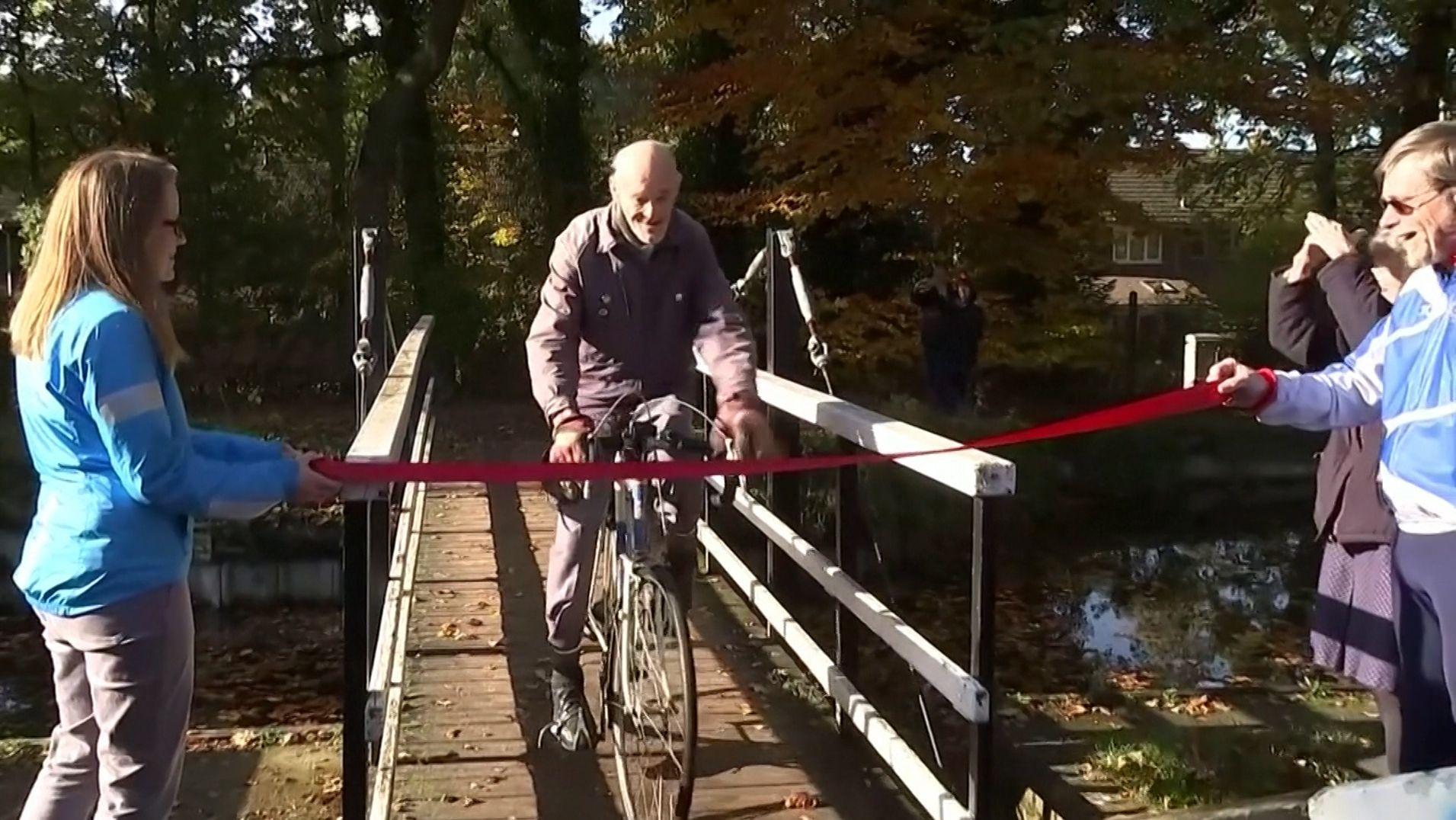 """Eine Million Meilen mit dem Fahrrad: Russ Mantle bei der """"Zielankunft"""""""