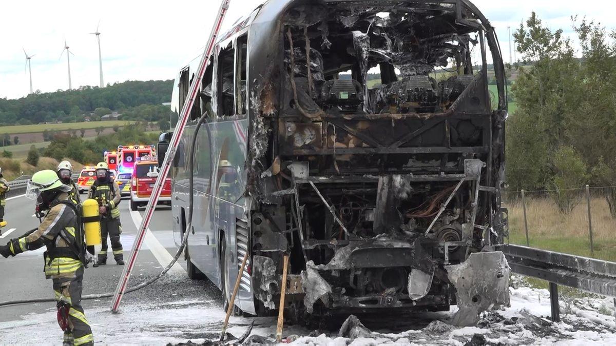 Brand eines Busses auf der A93 bei Hof – Passagiere unverletzt