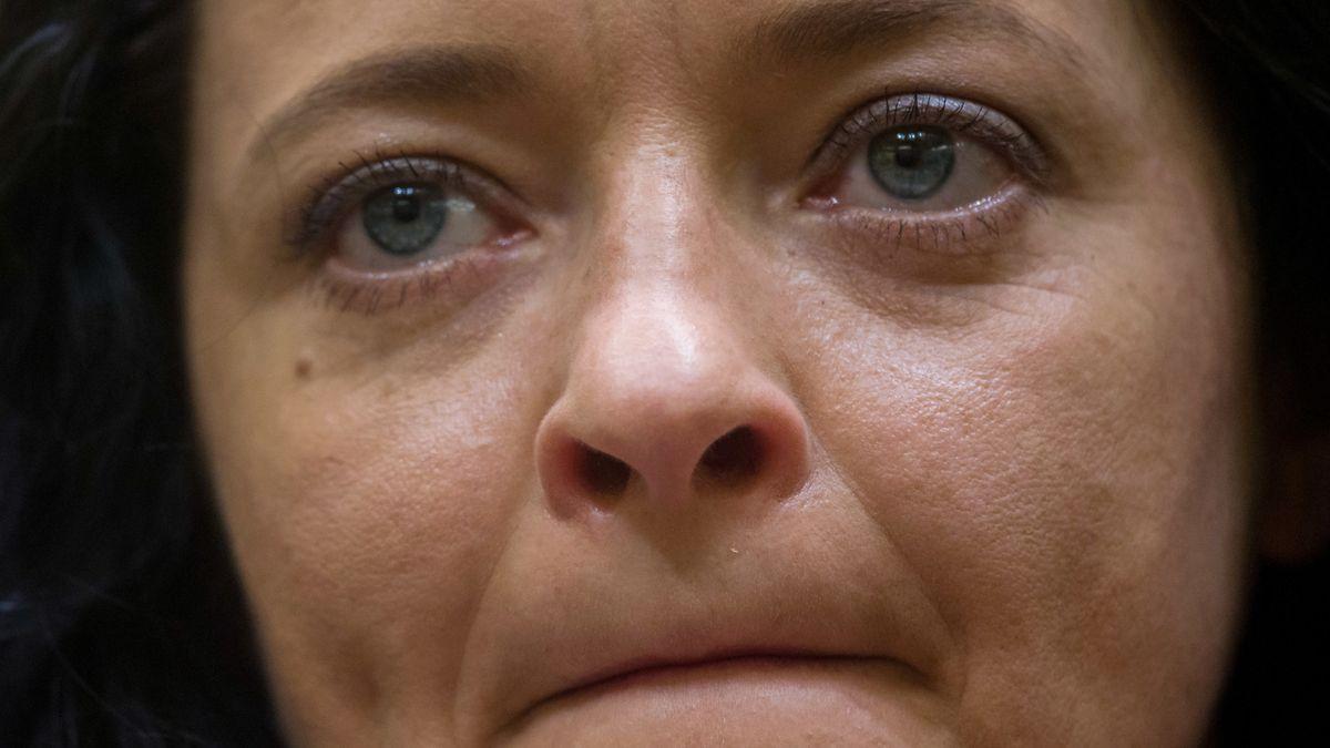 Eine Großaufnahme des Gesichts von der verurteilten NSU-Mörderin Beate Zschäpe.