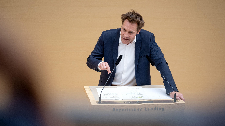 Die Grünen in Bayern fordern eine Solaranlagen-Pflicht für alle Neubauten und Schulen, sagte Co-Fraktionschef Ludwig Hartmann.