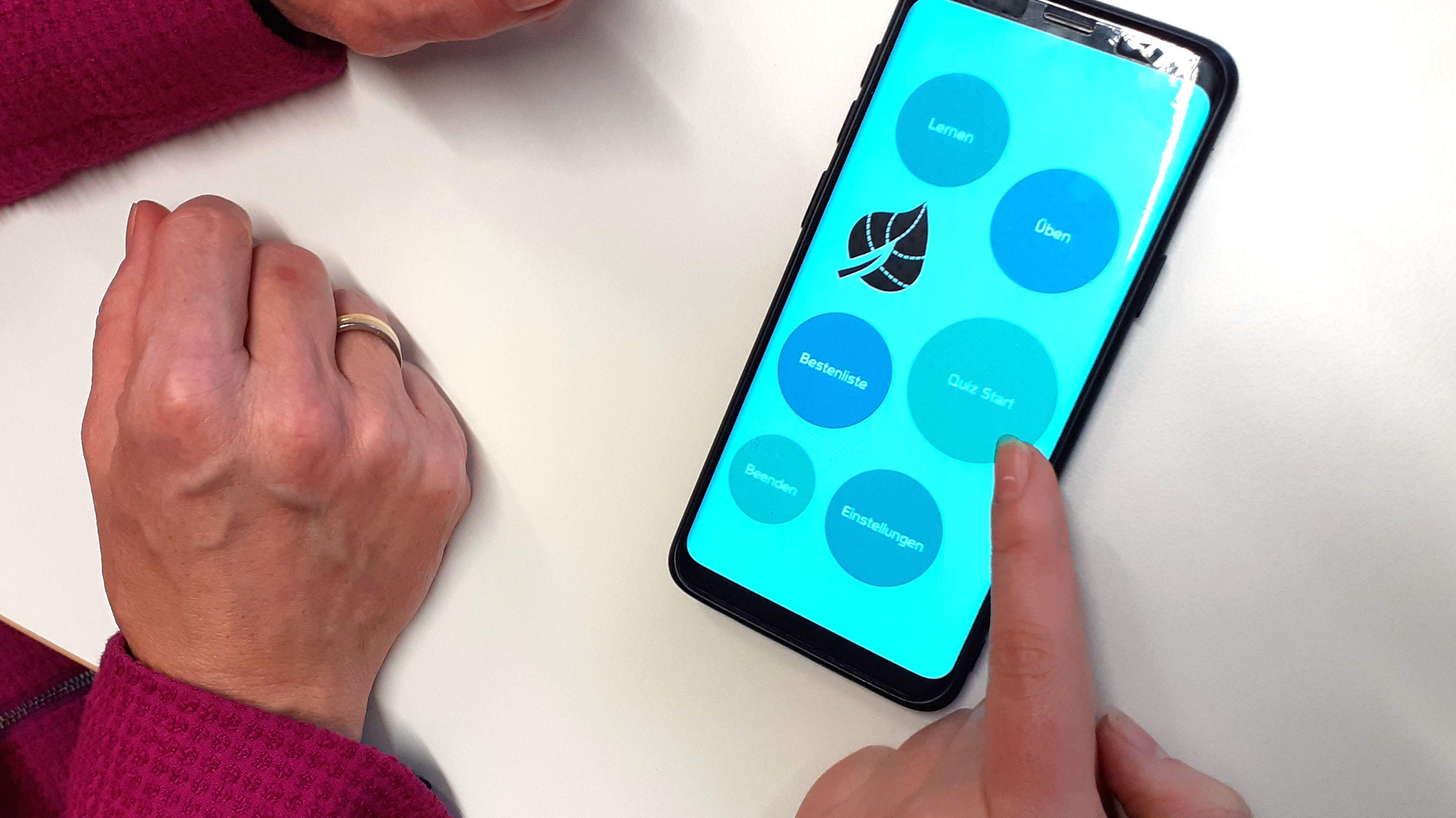 """Die """"UmwApp"""" auf einem Smartphone"""
