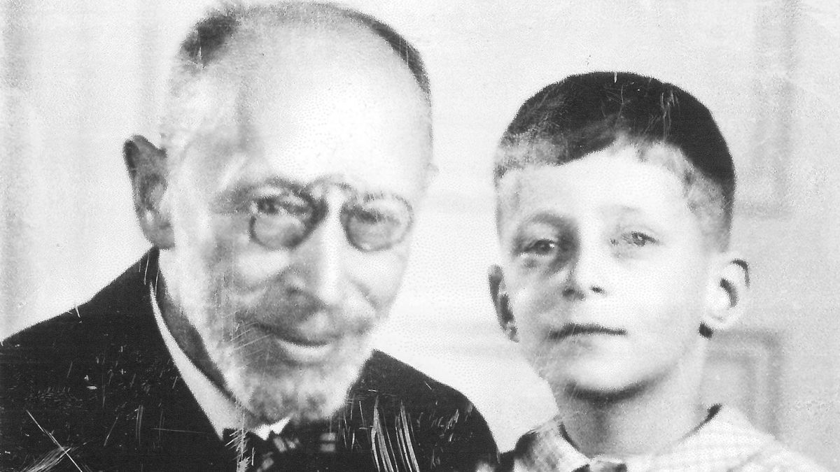 Prof. Dr. Karl Neumeyermit seinem Enkel Peter Florian Neumeyer (um 1935).