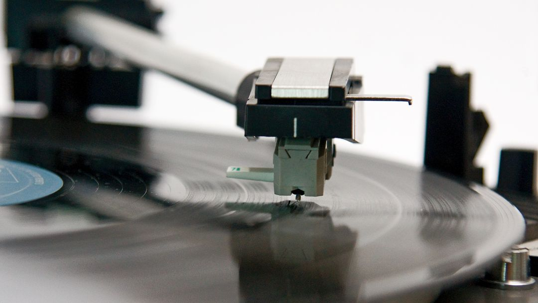 Schallplattenspieler.