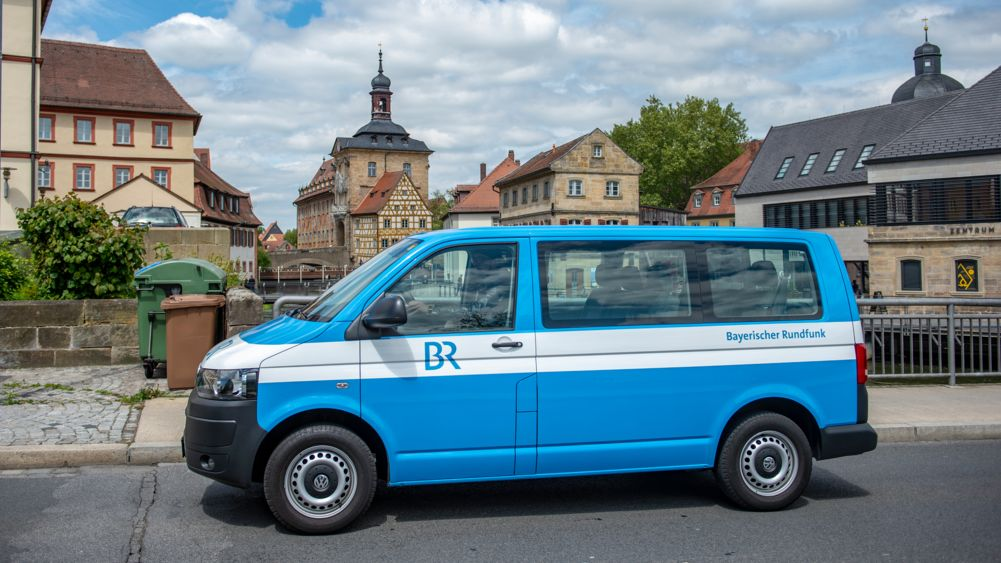 Unterwegs in Bamberg: Ein Auto des BR