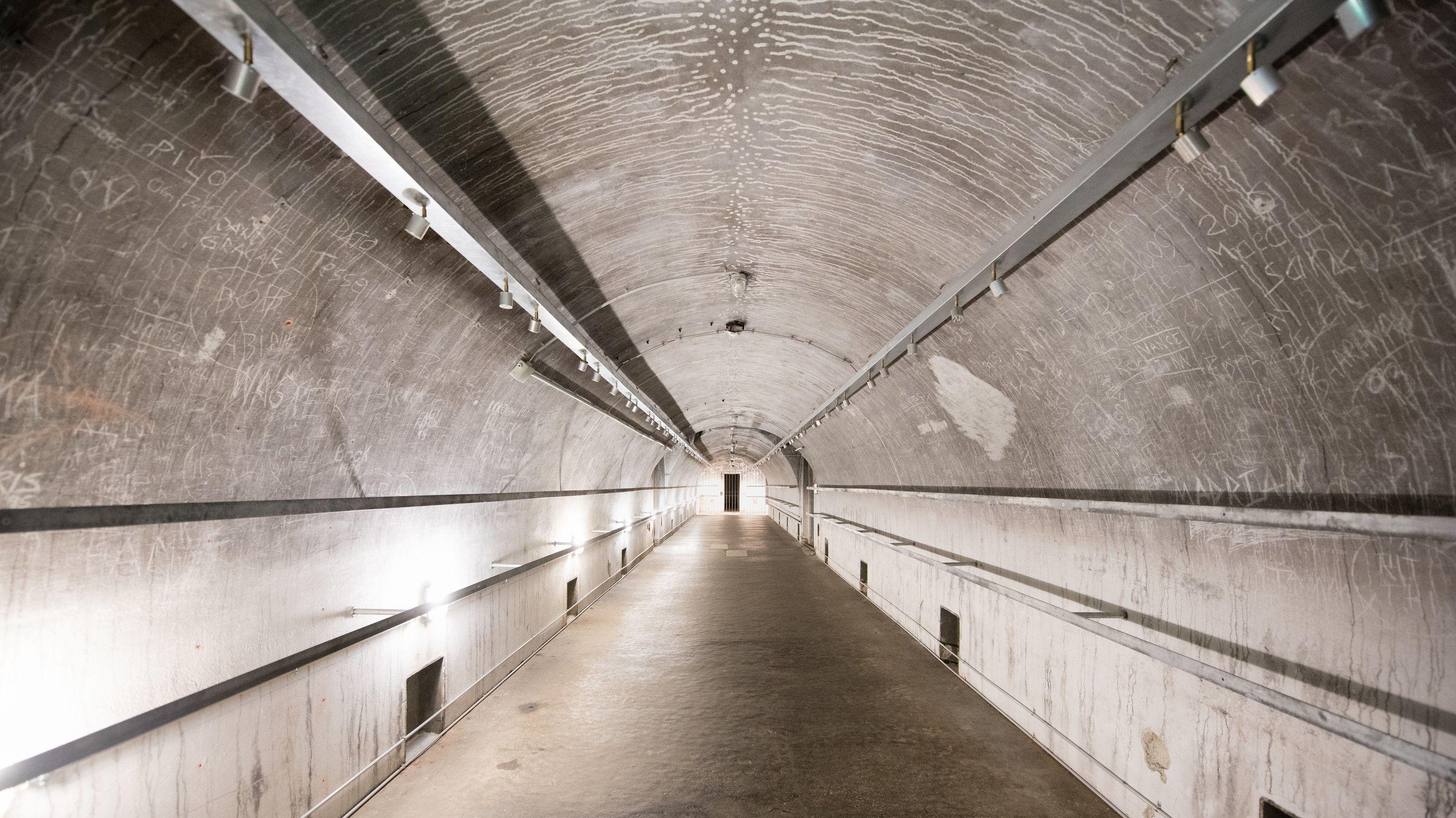 Sammel-Luftschutzraum in der Bunkeranlage des Dokumentationszentrums Obersalzberg.