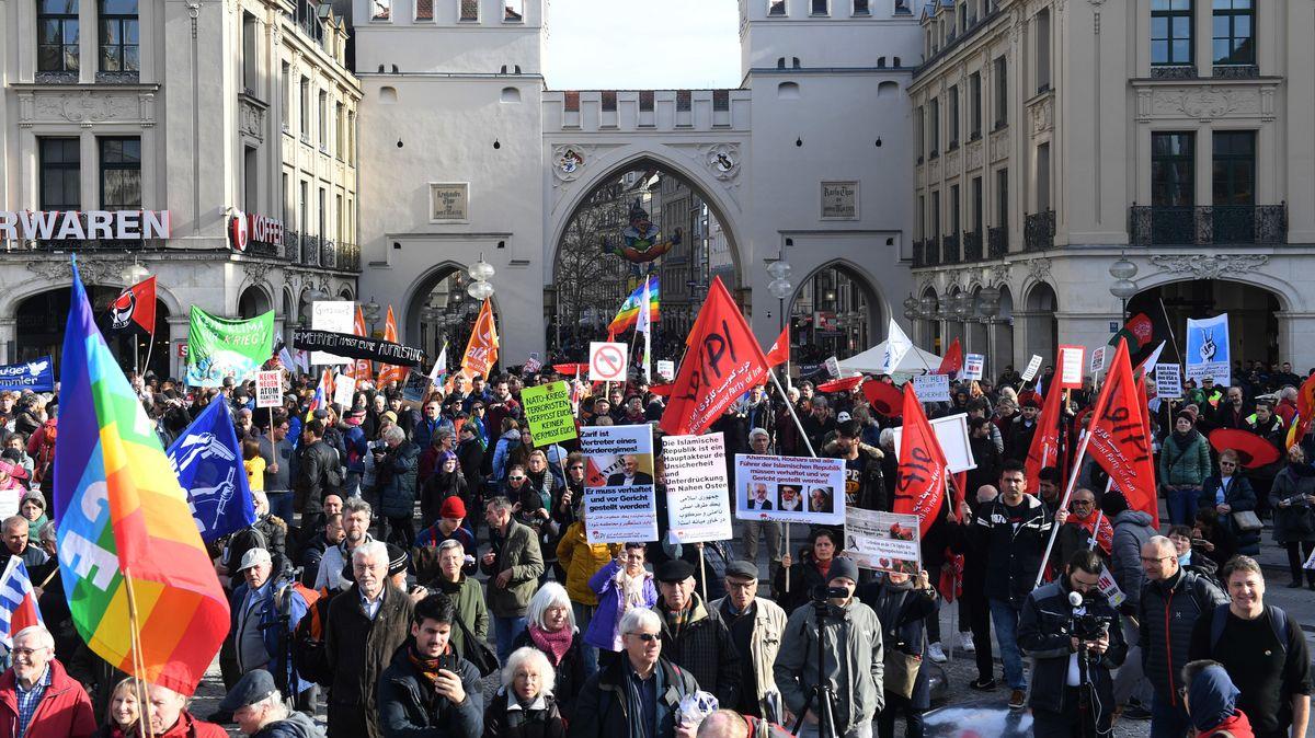Tausende demonstrieren gegen Münchner Sicherheitskonferenz