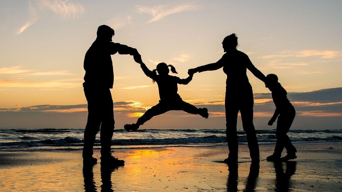 Eine Familie im Urlaub - mit schulpflichtigen Kindern?