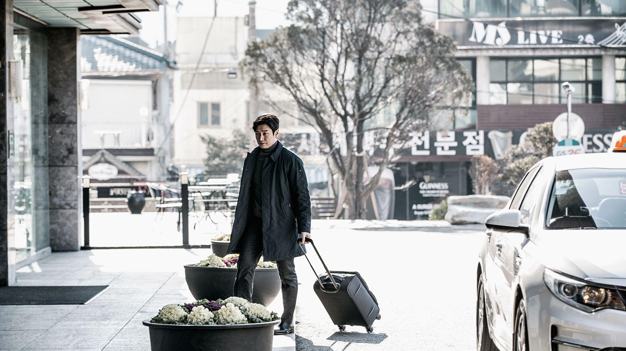 """Der Staatsanwalt Hwang Shi-mok in einer Szene der südkoreanischen Netflix-Serie """"Stranger"""""""