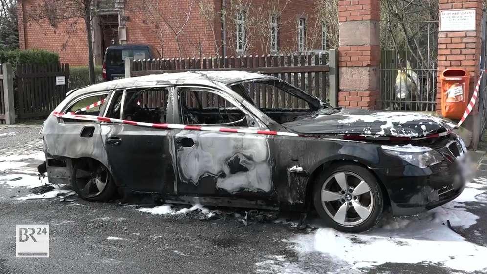 Der ausgebrannte Familienwagen in Nürnberg | Bild:News 5