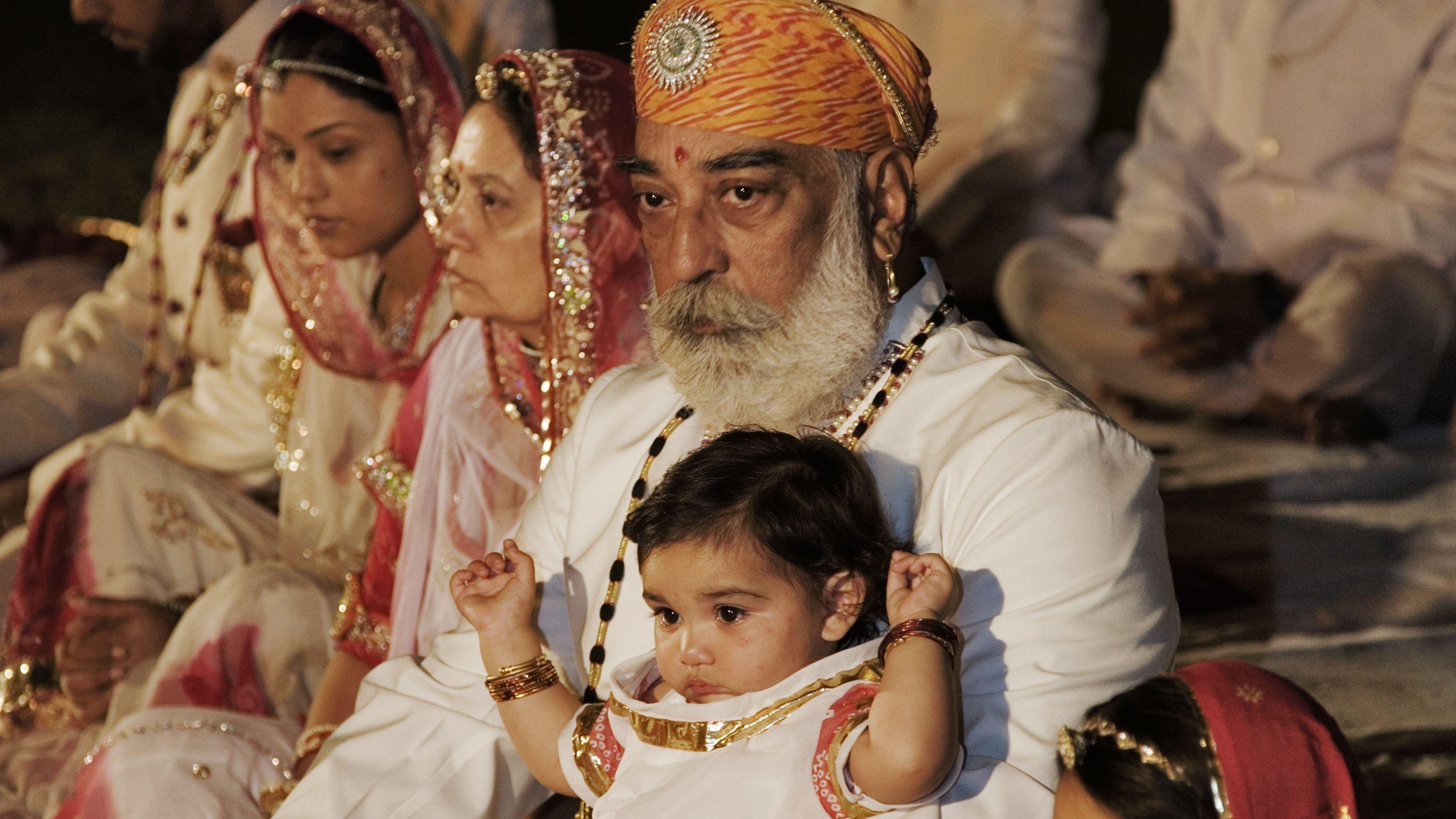 Ein reicher Geschäftsmann, der das moderne Indien verkörpert - der Maharadscha von Udaipur seiner Familie