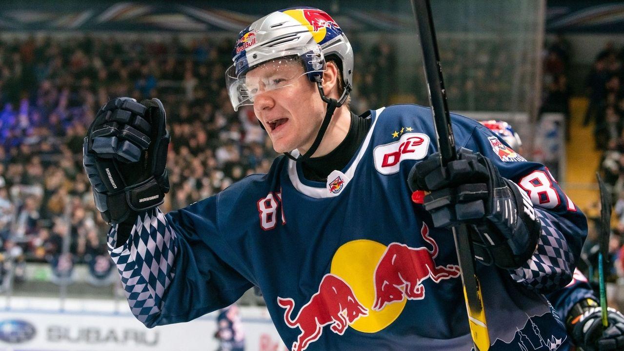Philip Gogulla (EHC Red Bull München) freut sich