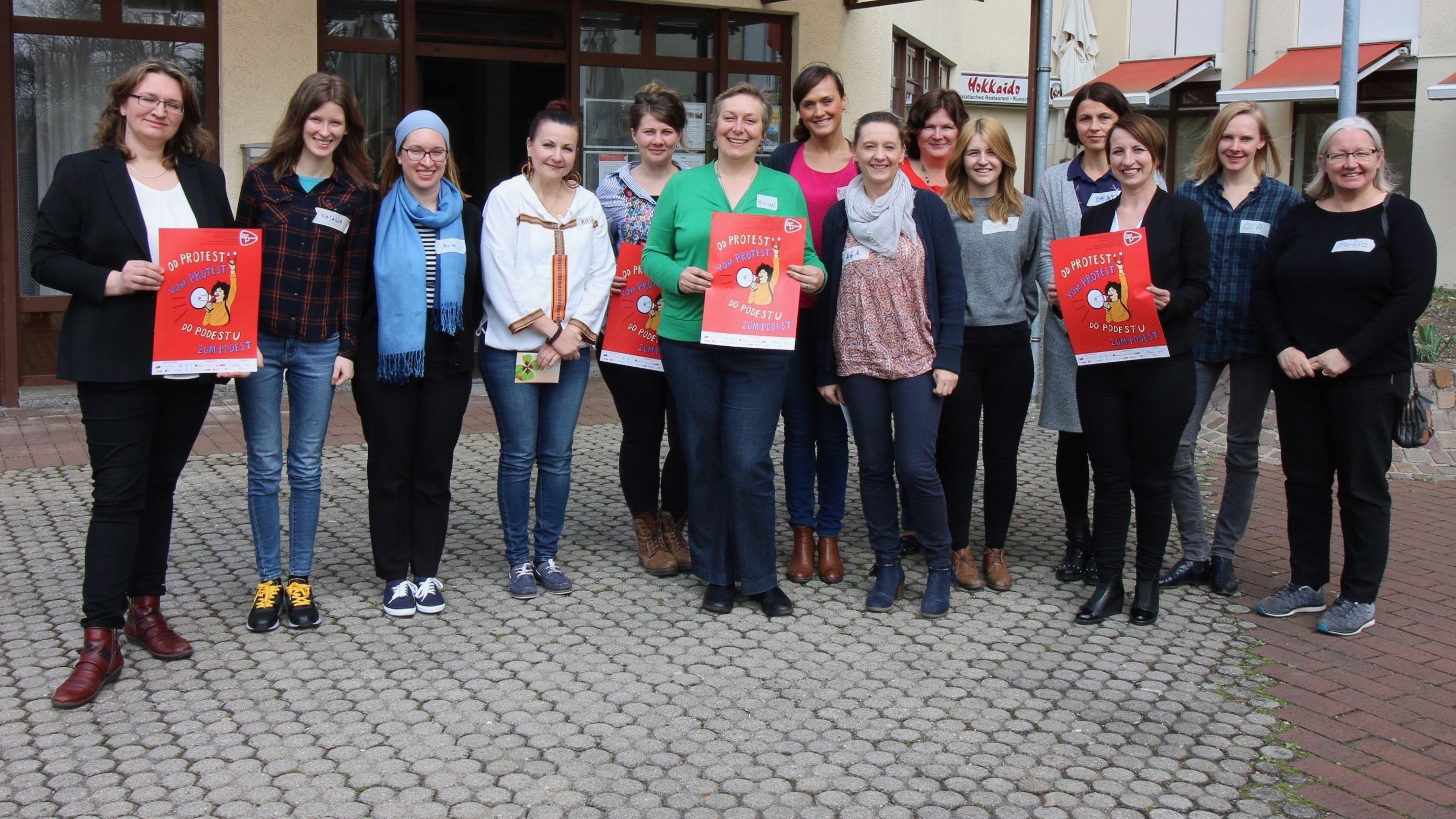 Teilnehmerinnen eines Workshops des PolMotion-Projektes in München