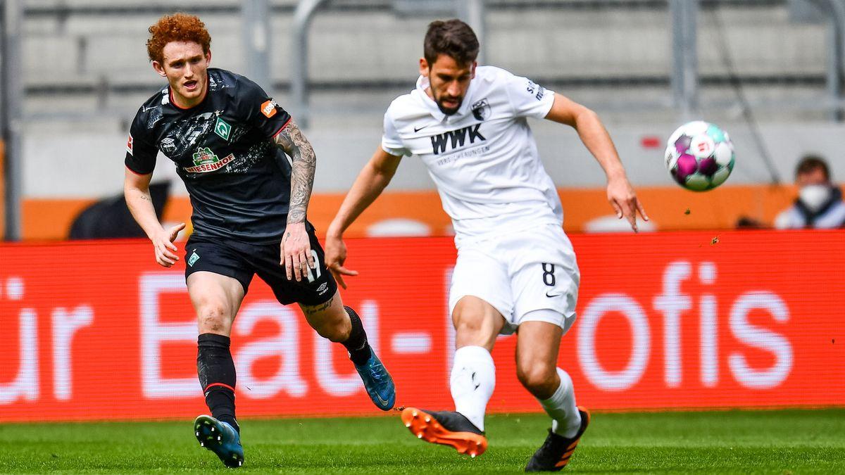 FC Augsburg vs SV Werder Bremen, im Bild Rani Khedira (FCA #08) Joshua Sargent (Werder Bremen #19)