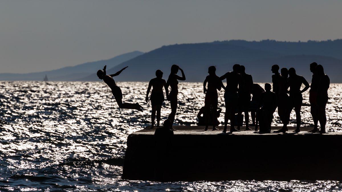 Jugendliche in Kroatien beim Baden