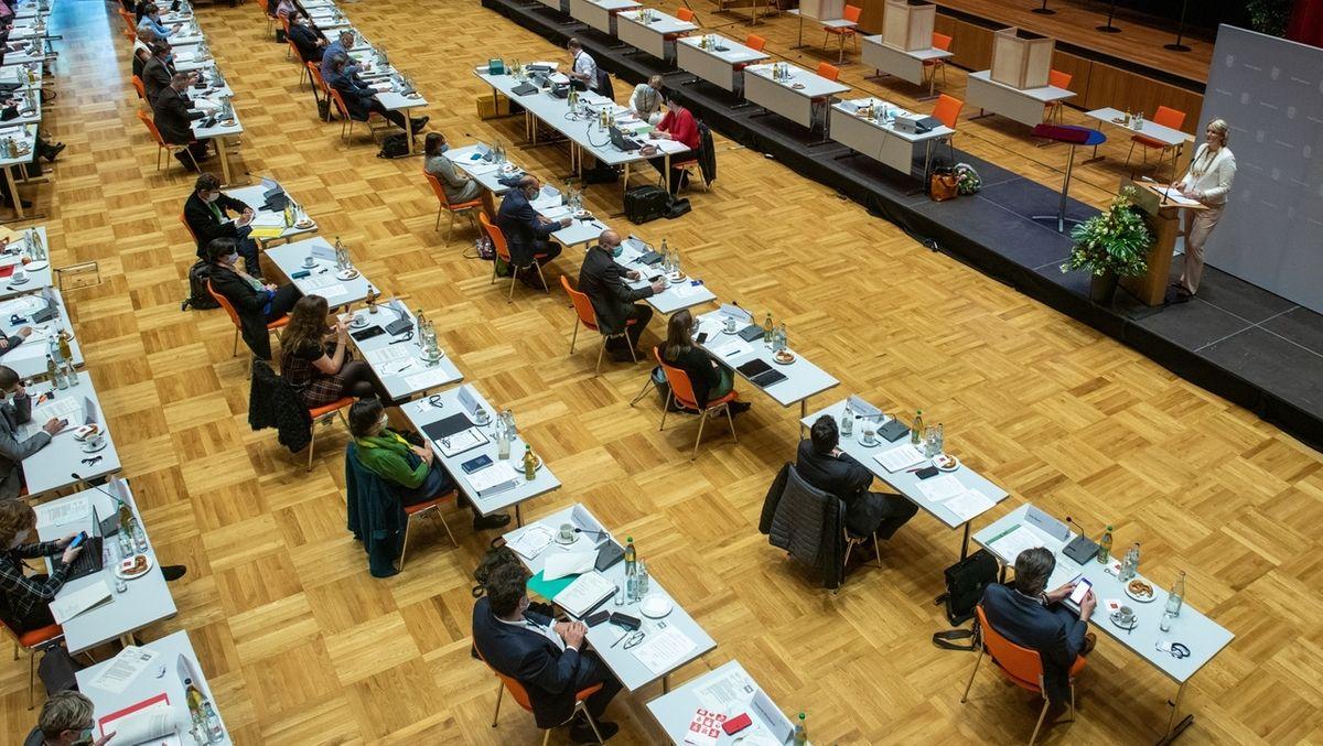 Archivbild: Konstituierende Sitzung des Stadtrats in Augsburg am 04.05.2020 im Kongress am Park