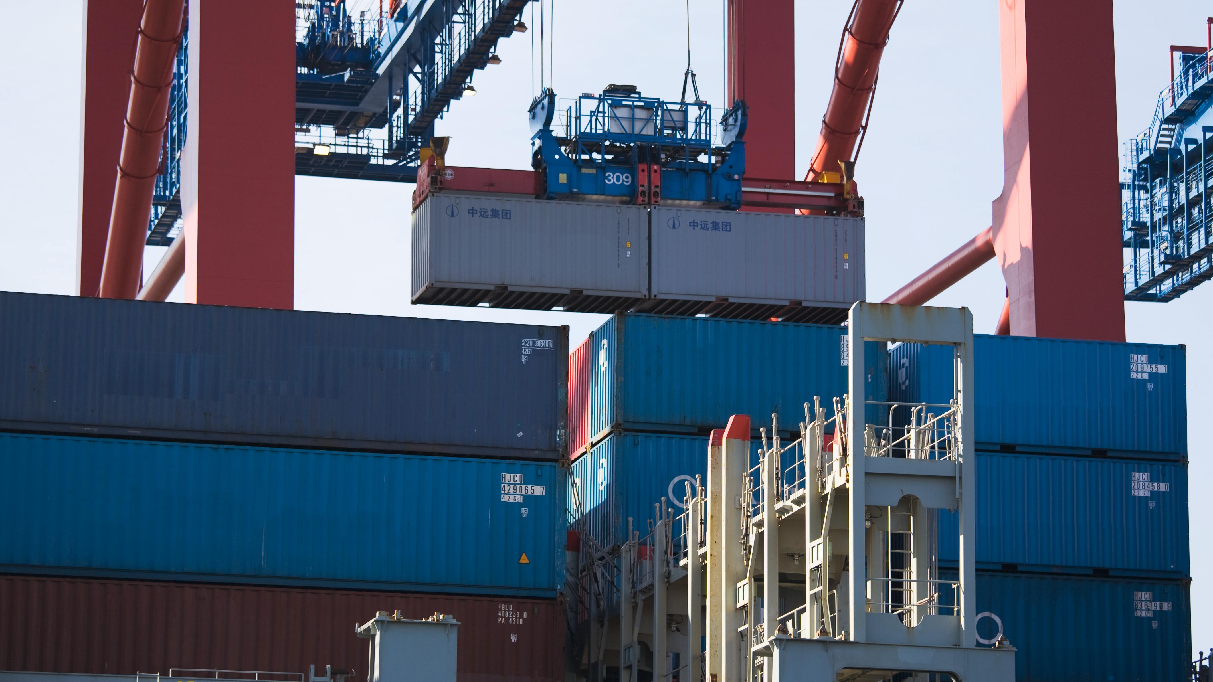 Containerverladung im Hamburger Hafen