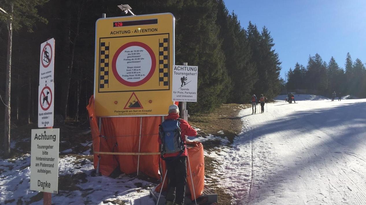 27.02.2020, Götschen - Pistengehen boomt. Sehr zum Missfallen der Liftbetreiber, deren Infrastruktur die Pistengeher kostenlos nutzen. In vielen Österreichischen Skigebieten ist Pistengehen verboten oder kostet Geld. Deshalb kommen jetzt auch immer mehr österreichische Pistengeher über die nahe Grenze nach Bayern.
