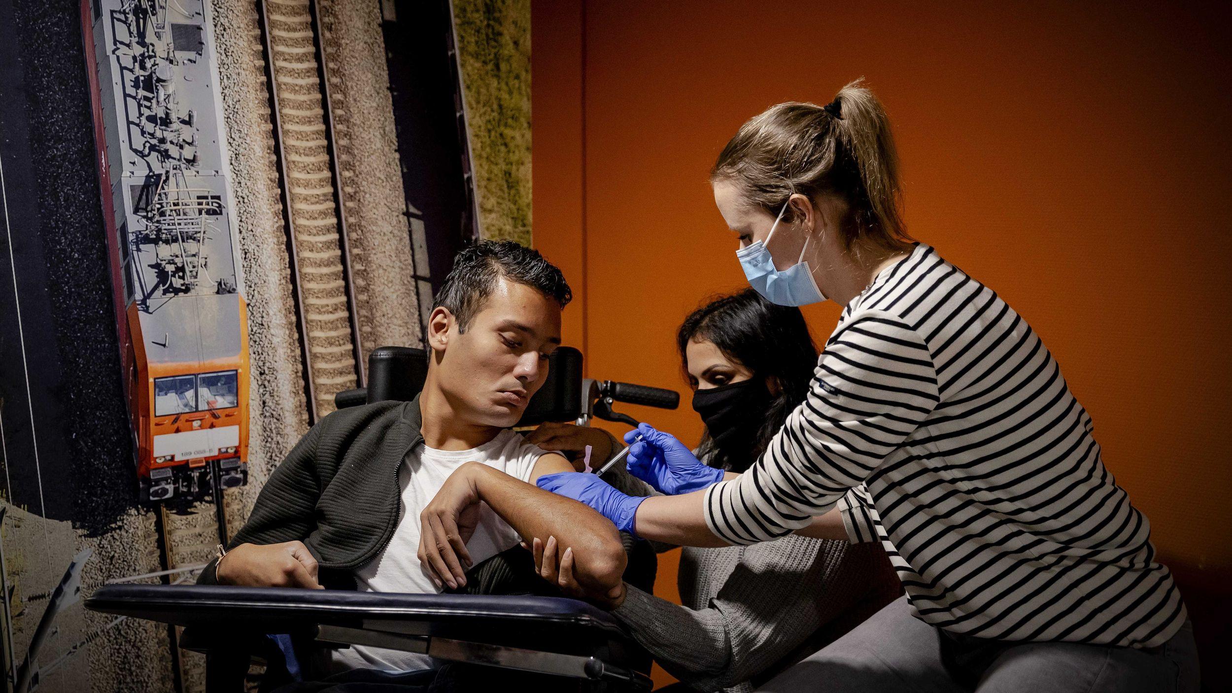 Corona-Impfungen: Fallen Menschen mit Behinderung durchs