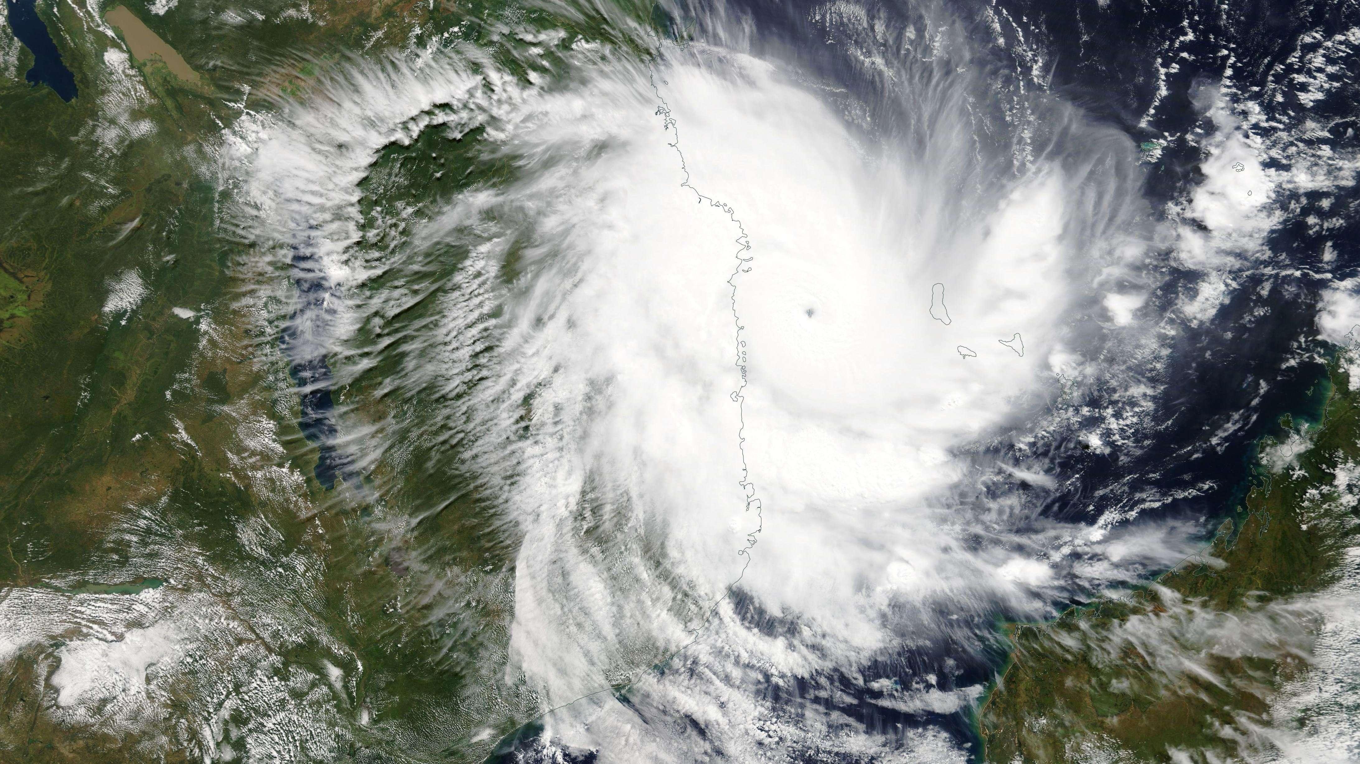 """Wirbelsturm """"Kenneth"""" über der Küste von Mosambik"""