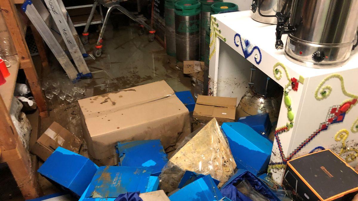 Überschwemmte Räume auf dem Firmengelände der Firma Joska in Bodenmais
