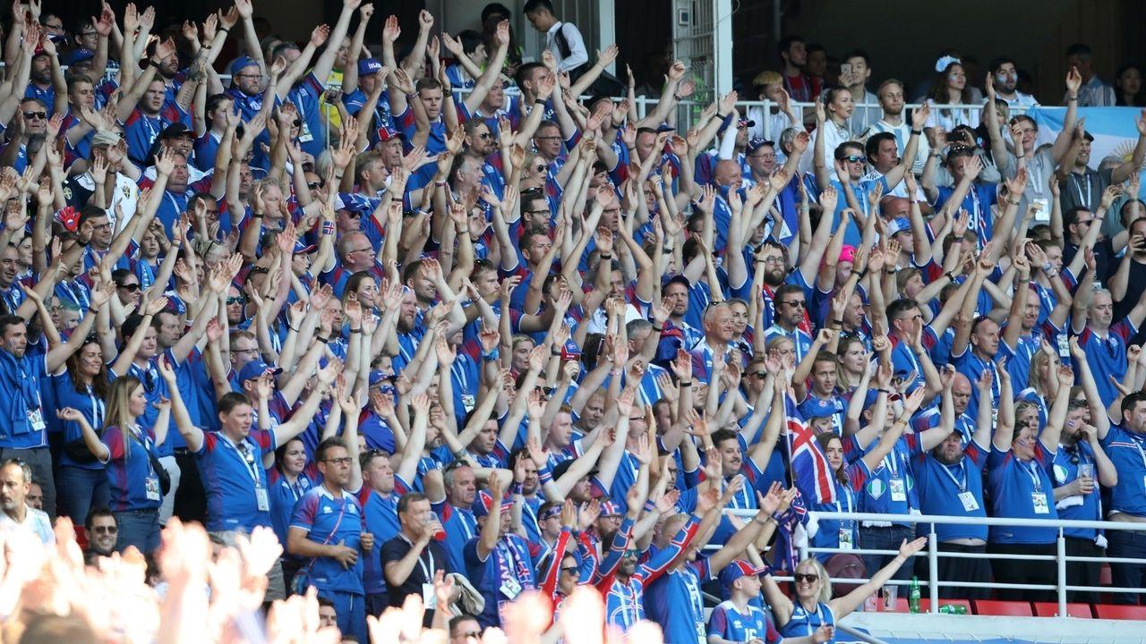 """Isländische Fans beim """"Thunderclap"""""""